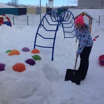 Развивающая предметно-пространственная среда на участке детского сада зимой.